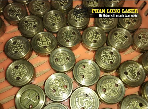 Địa chỉ chuyên nhận khắc laser, khắc chữ khắc tạo hình lên quân cờ tướng bằng đồng, quân cờ tướng bằng kim loại giá rẻ