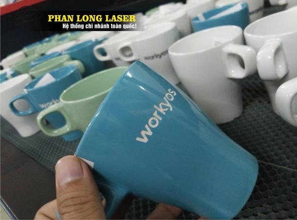 Cơ sở chuyên nhận gia công khắc laser theo yêu cầu lên ly cốc bằng gốm sứ giá rẻ