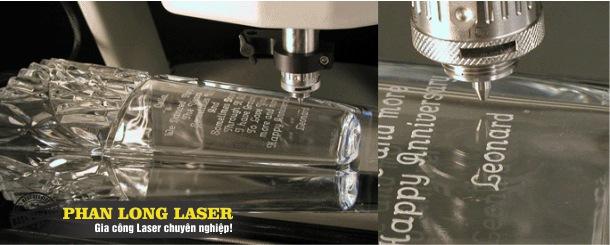 Khắc laser theo yêu cầu lên ly cốc thủy tinh pha lê tại Tp Hồ Chí Minh Hà Nội Đà Nẵng và Cần Thơ