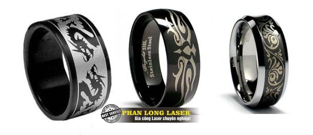Khắc nhẫn cưới, khắc nhẫn vàng bạc inox bằng máy laser